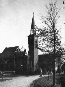 1944 - De beschadigde kerk uit 1932.
