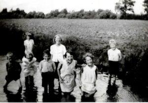 Rond 1940, pootje baden in de Aalsten